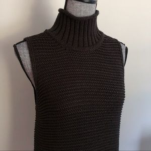 GAP // Sleeveless Knit Turtleneck